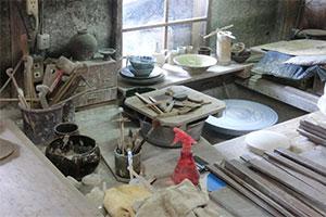 土楽は職人が一つ一つ手ろくろで製作