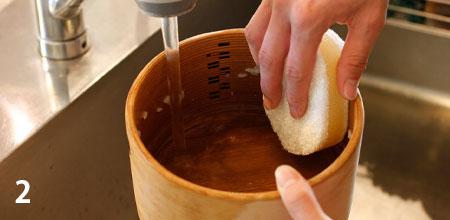 剤をつけずに洗い、よくすすぎます