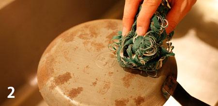 サビは、サンドクリーン・金たわし・磨き粉を使って刷り落とした後、空焼きをし、軽く油を塗って片付けます